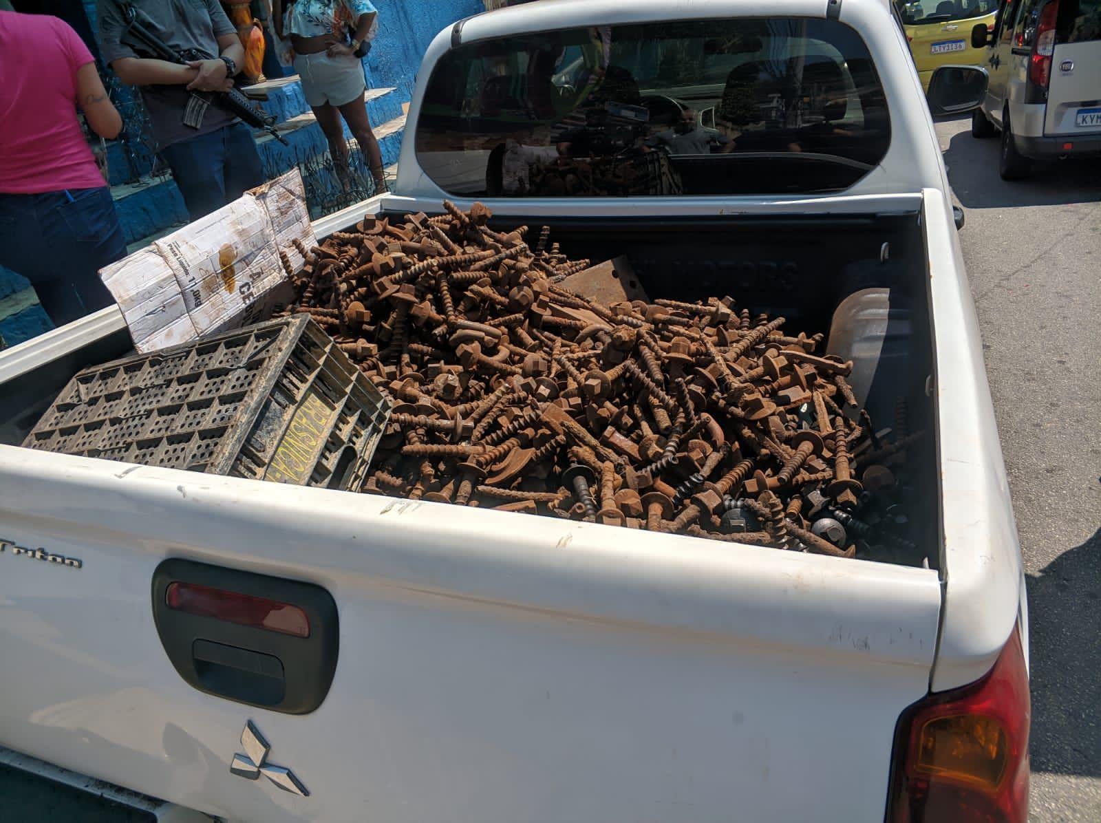 Mais de uma tonelada de materiais foram apreendidos