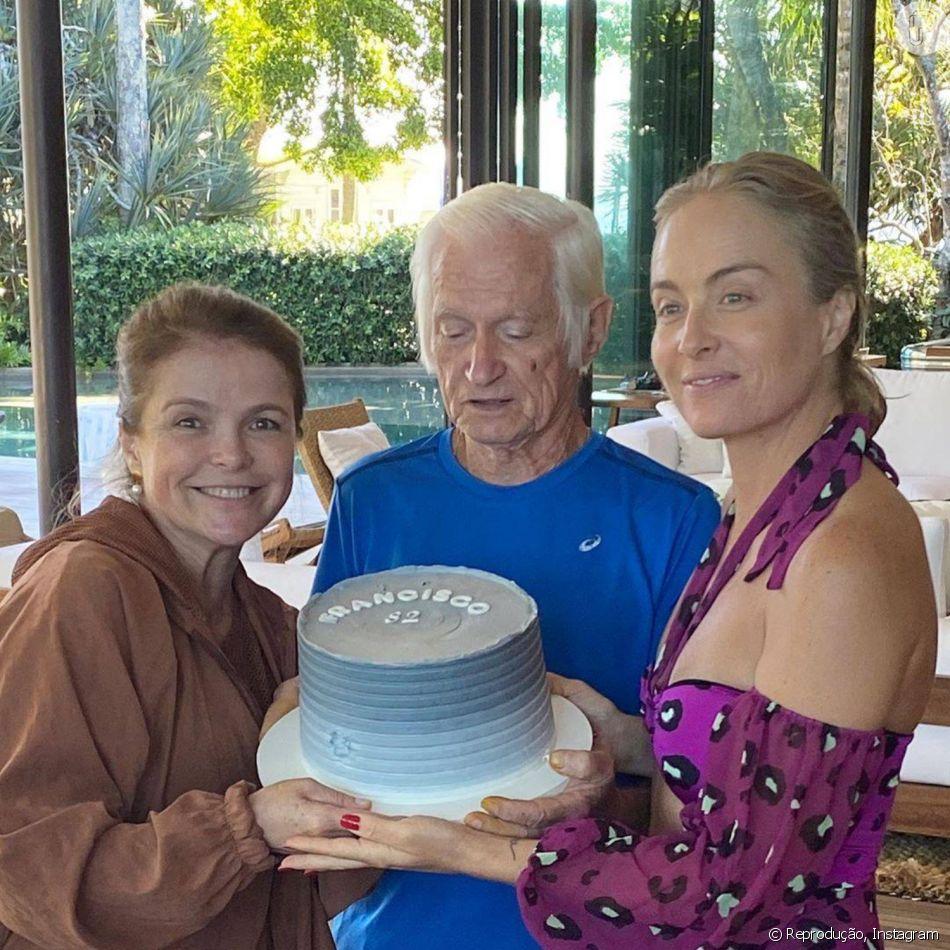 Angélica e a irmã, Márcia, segurando o bolo de aniversário do pai Francisco