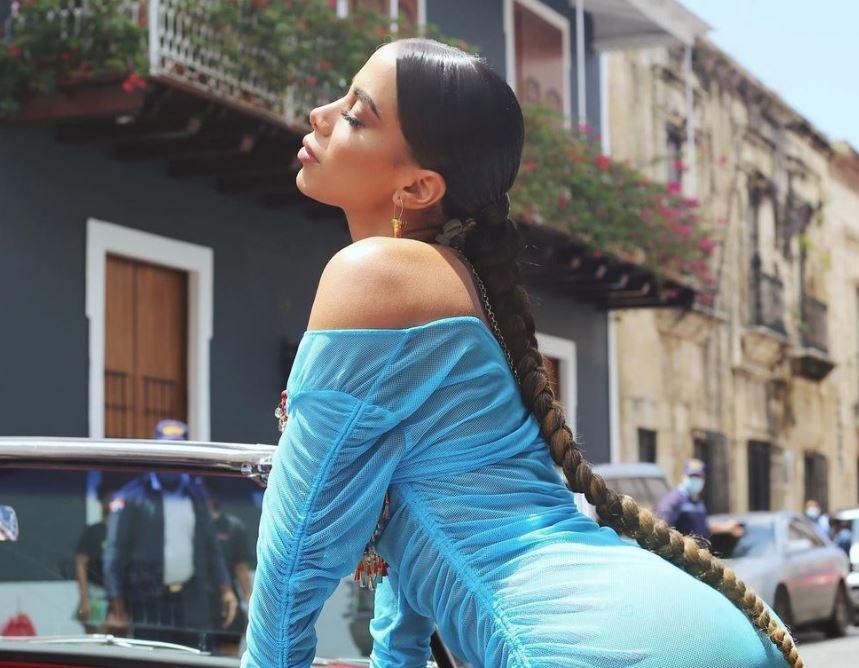 Anitta posa para ensaio fotográfico sensual