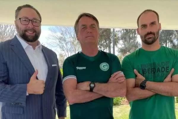 Ex-assessor de Donald Trump, Jair e Eduardo Bolsonaro