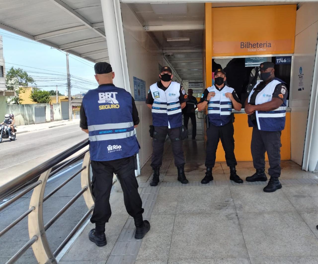 Agentes do programa BRT Seguro