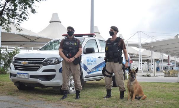 Guardas municipais posicionados nas ruas do Rio de Janeiro