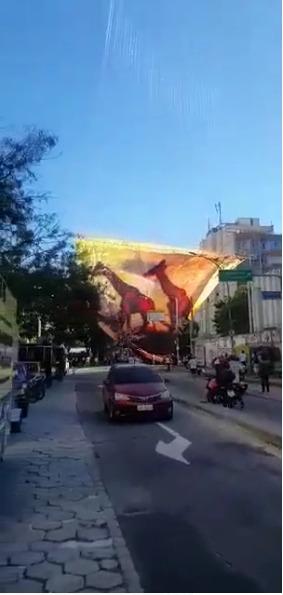 Estrutura de balão cai em rua de Botafogo e interrompe trânsito na Zona Sul do Rio