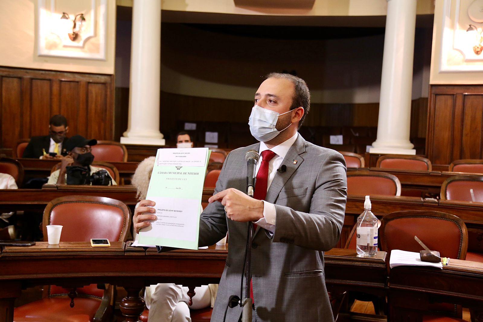 Vereador Binho Guimarães (PDT) apresentando Projeto do Cartão Verde na Câmara de Niterói