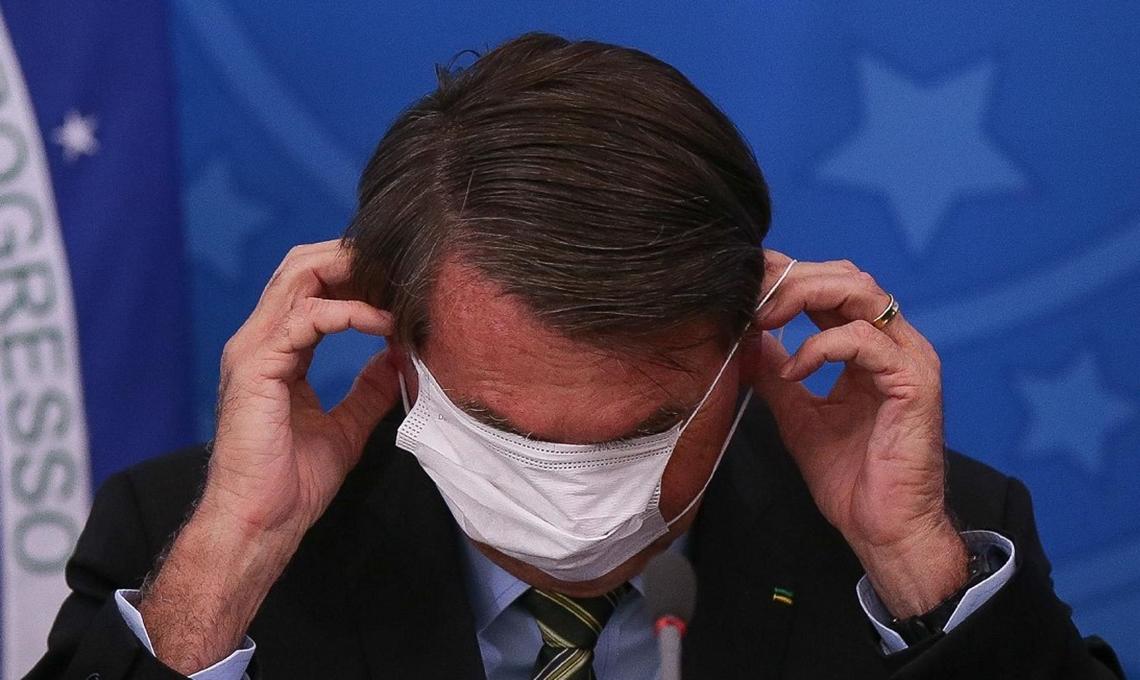 Presidente Bolsonaro insiste no discurso negacionista