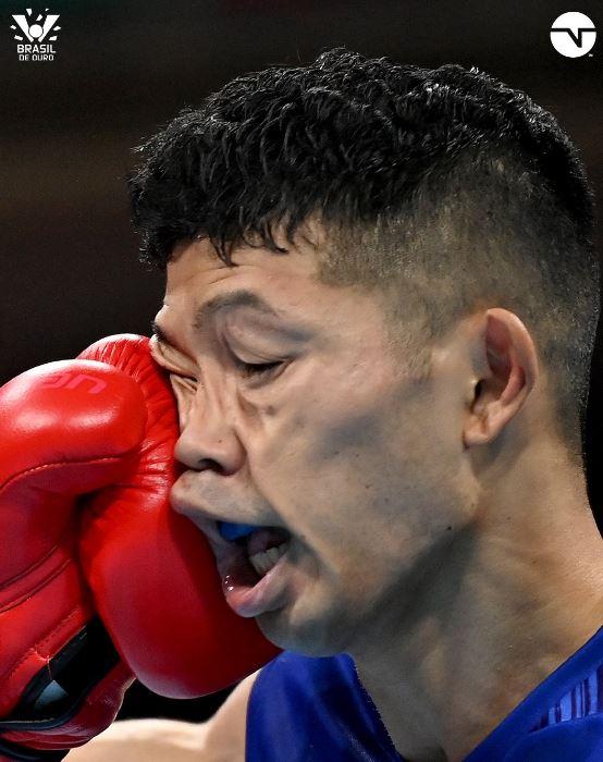 No boxe, japonês sai de cadeira de rodas, mas avança de fase