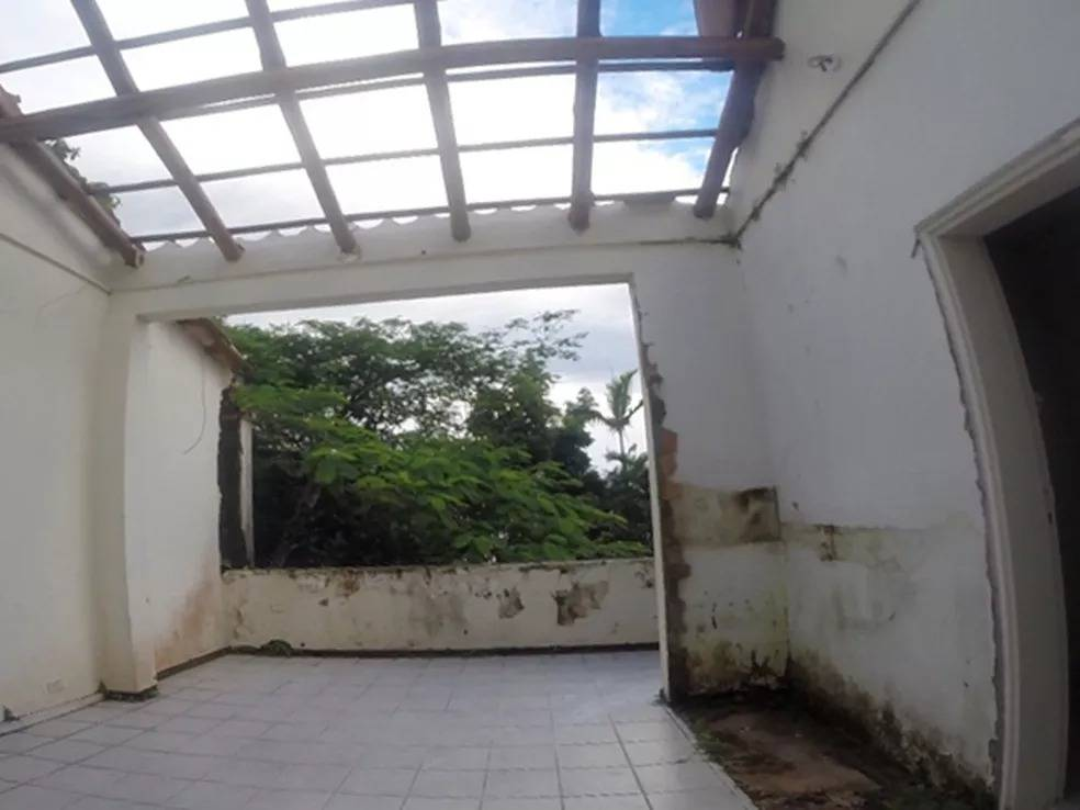 Parte da casa do Clodovil em Ubatuba abandonada com mofo