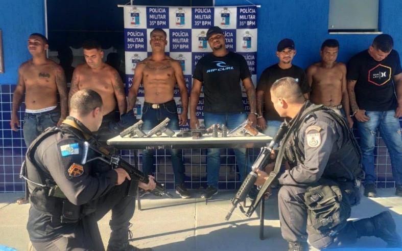 Milicianos presos junto com apreensão.