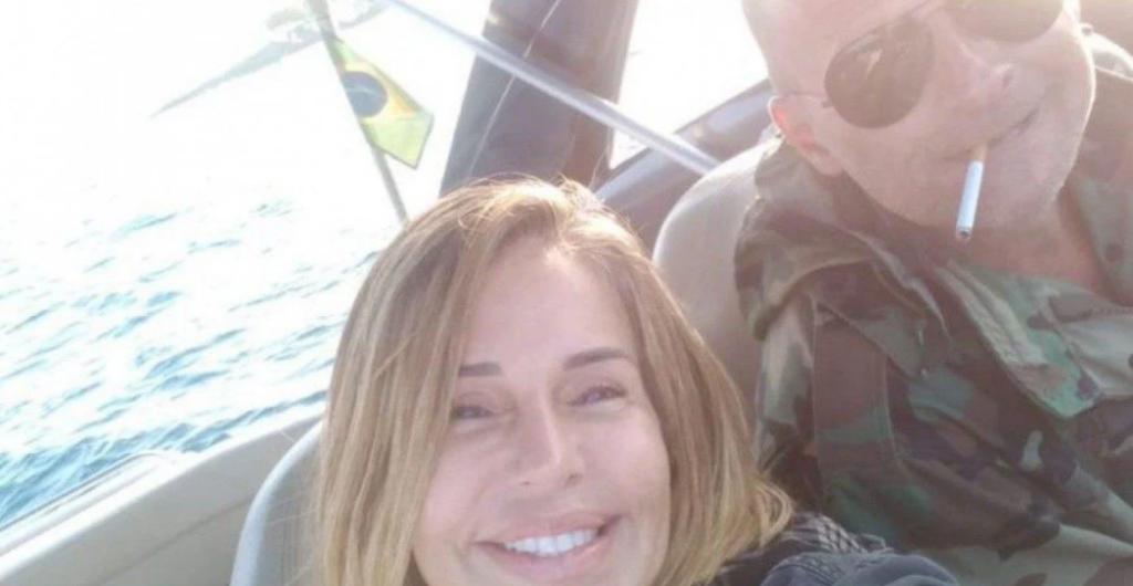 Imagem do Casal na embarcação