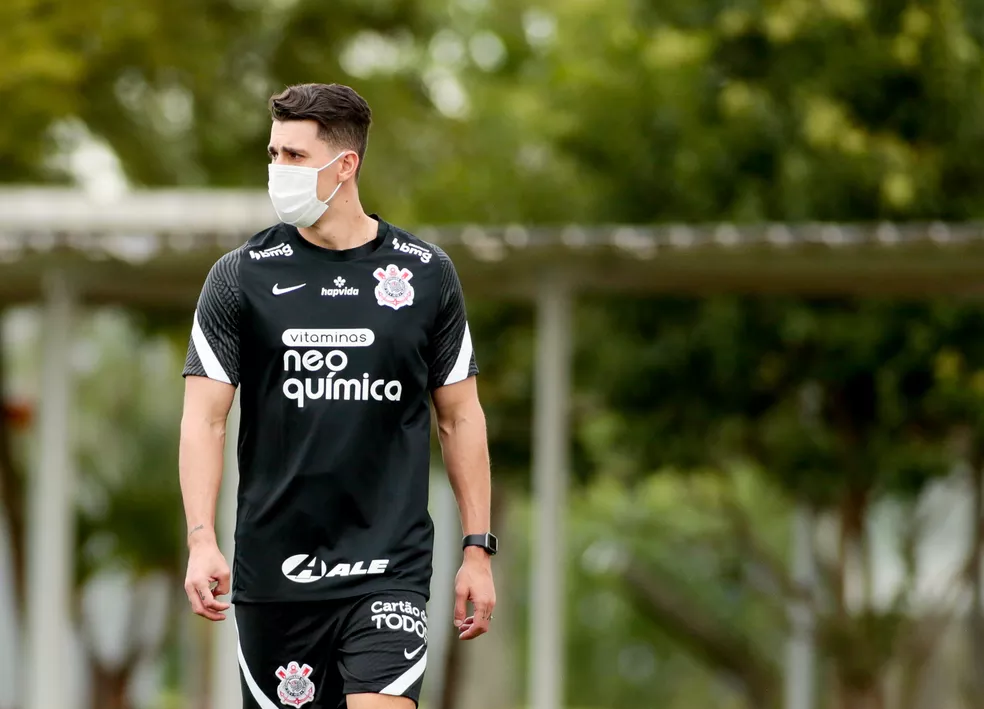 Danilo Avelar durante treino no Corinthians