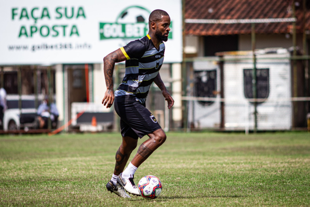 Dedé passa a treinar com o elenco profissional do Volta Redonda
