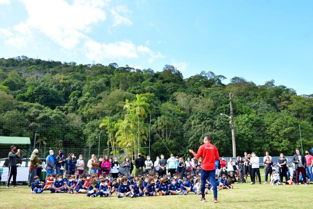 Na imagem, Aretê Búzios recebe camp do PSGAcademy Brasil e se consagra como destino esportivo