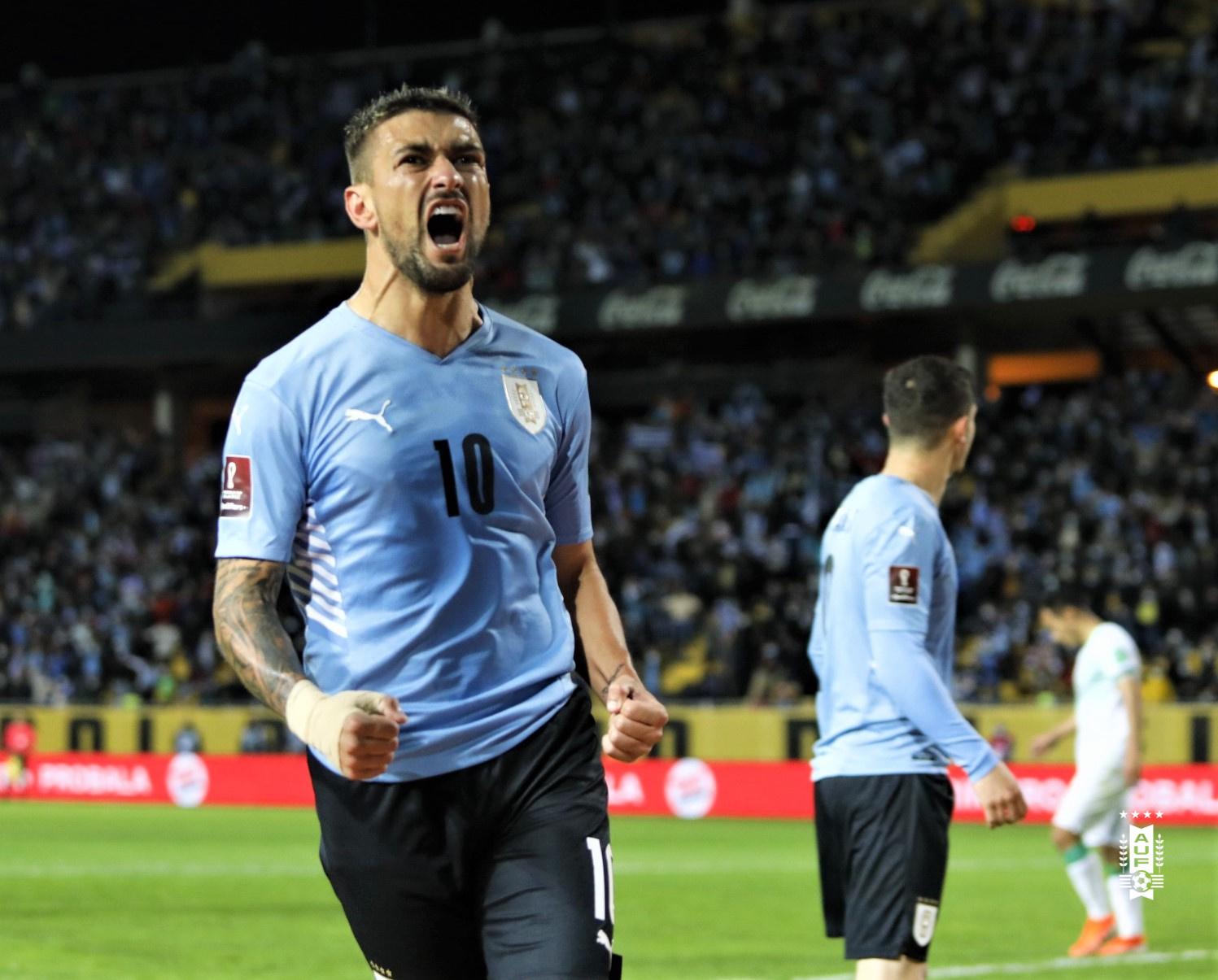 Arrascaeta vibrando com gol na seleção do Uruguai