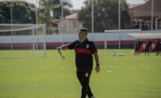 Eduardo Barroca deve ter o retorno de três jogadores contra o Flu