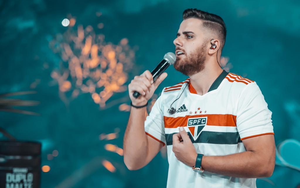 Zé Neto com a camisa do São Paulo
