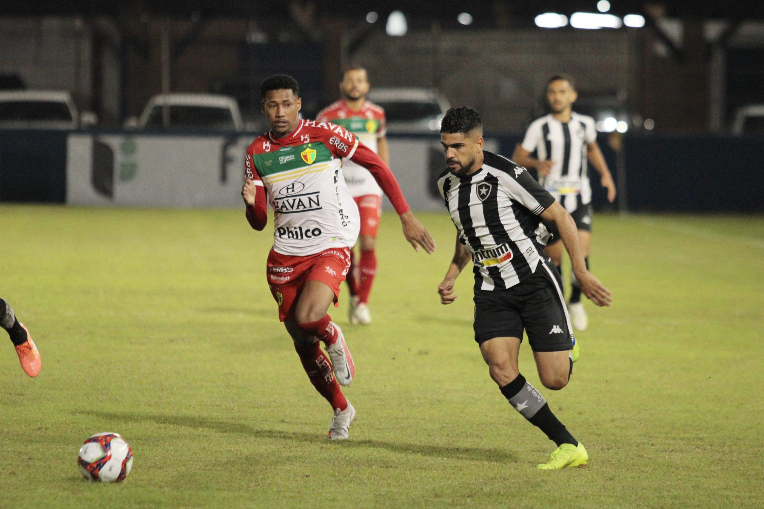 Botafogo perde para o Brusque, de virada, pela Série B