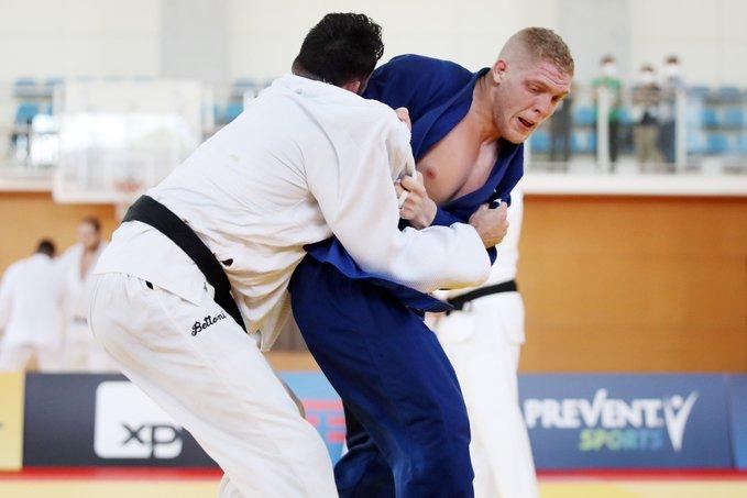 Judoca Rafael Buzacarini em ação nas Olimpíadas