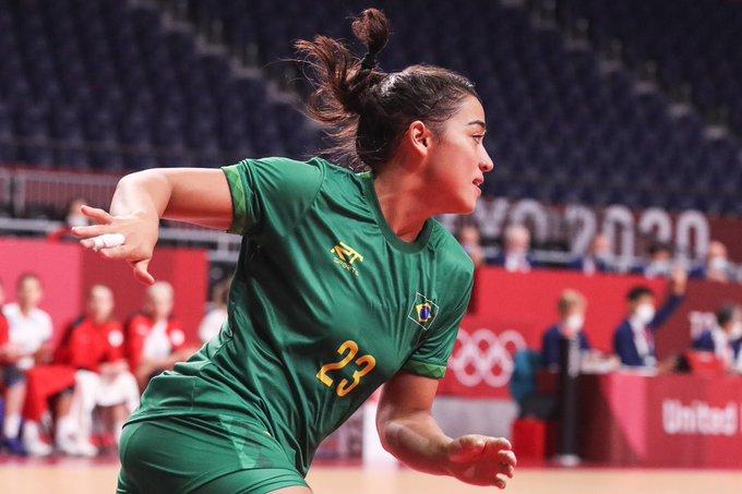 Atleta da Seleção Brasileira de handebal feminino
