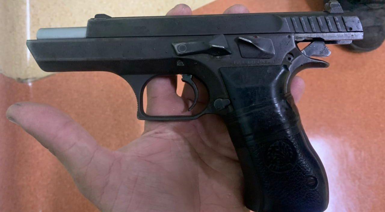 Pistola apreendida em São Gonçalo