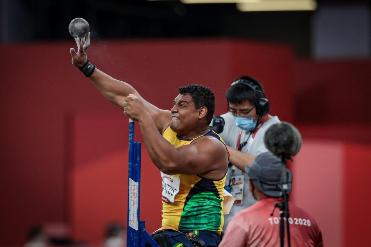 Wallace Santos é ouro no arremesso de peso nas Paralimpíadas de Tóquio