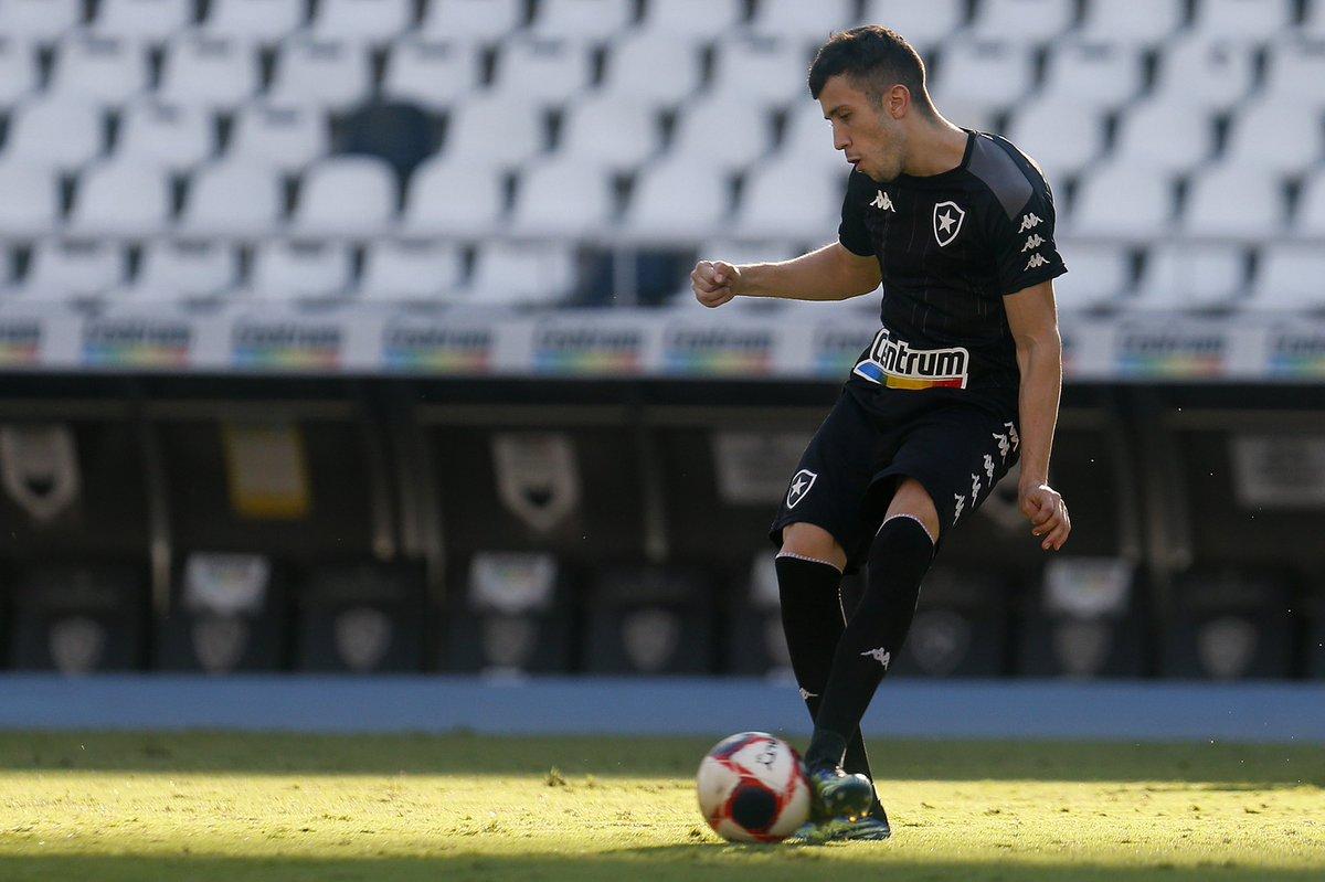 Matheus Frizzo em campo pelo Botafogo
