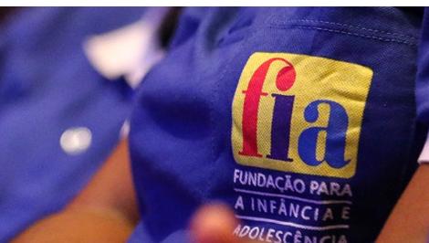 Emblema da Fundação para a Infância e Adolescência (FIA)