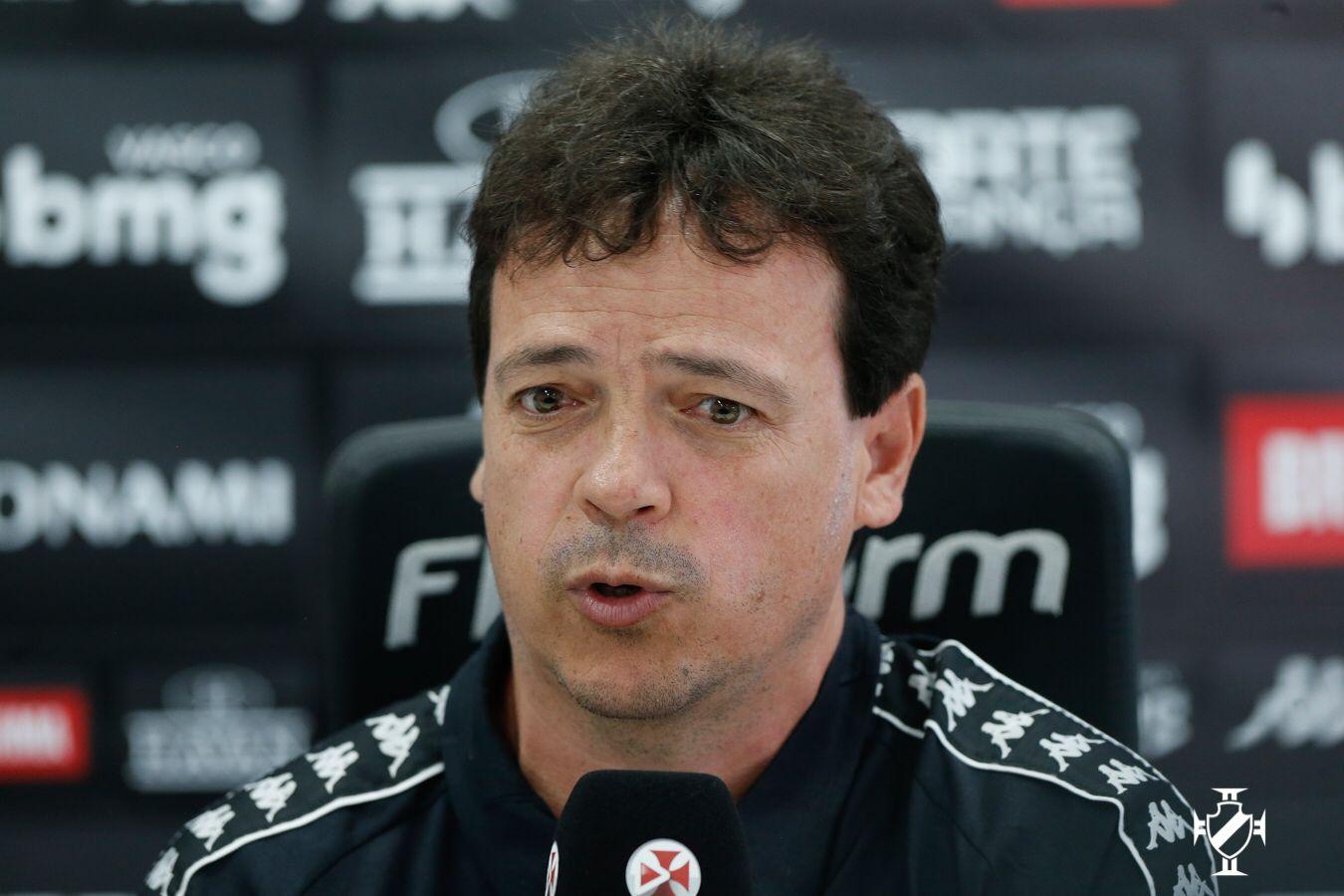 Fernando Diniz foi apresentado no Vasco nesta segunda-feira