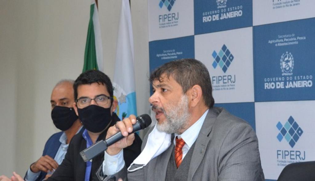 Imagem do secretário  Marcelo Queiroz na cerimônia da Fiperj