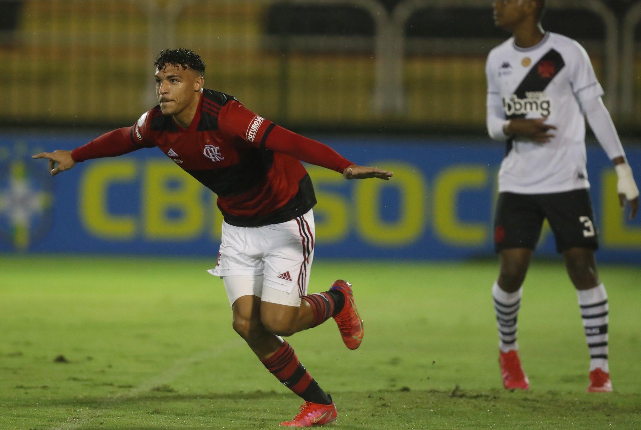Flamengo goleou o Vasco e ficou com o título do Brasileirão sub-17