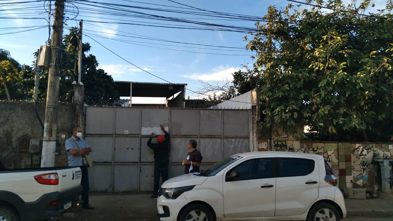 Fachada do frigorífico interditado em São Pedro da Aldeia