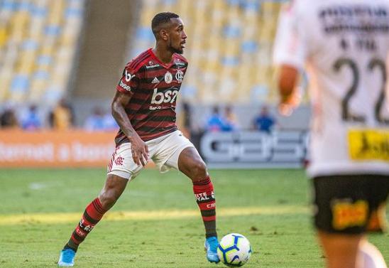 Gerson em campo com a camisa do Flamengo