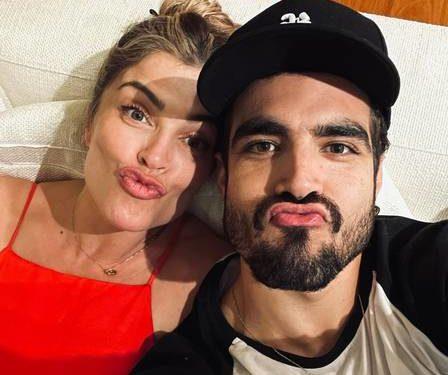 Grazi Massafera e Caio Castro abraçados (Foto: Reprodução/Instagram)