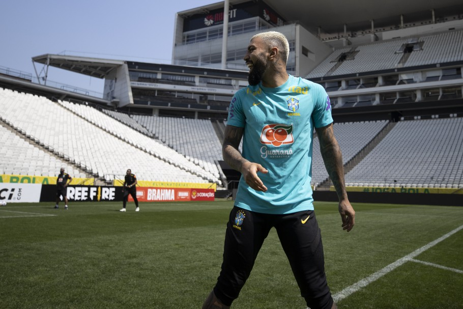 Gabigol com a camisa da Seleção Brasileira