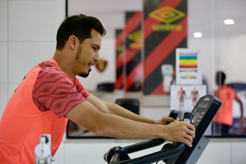 Hernanes chega para reforçar o Sport Recife no Brasileirão