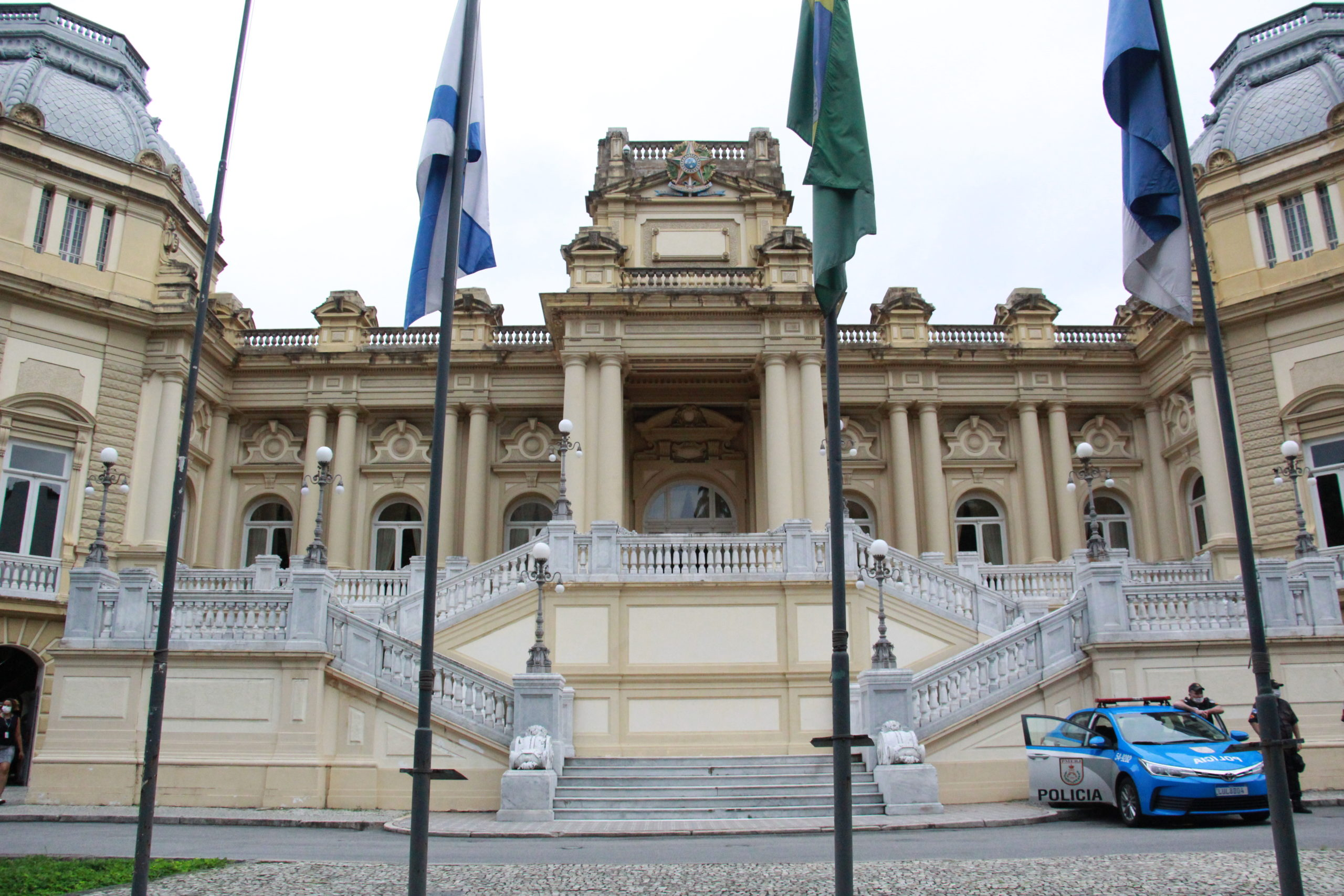 frente do Palácio Guanabara, no bairro das Laranjeiras