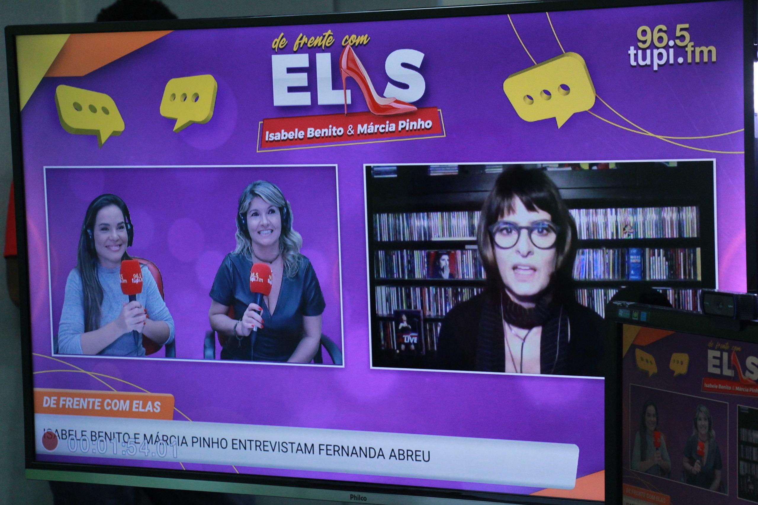 """Fernanda Abreu participa do programa """"De Frente Com Elas"""", na Super Rádio Tupi (Foto: Talita Giudice/ Divulgação: Super Rádio Tupi)"""