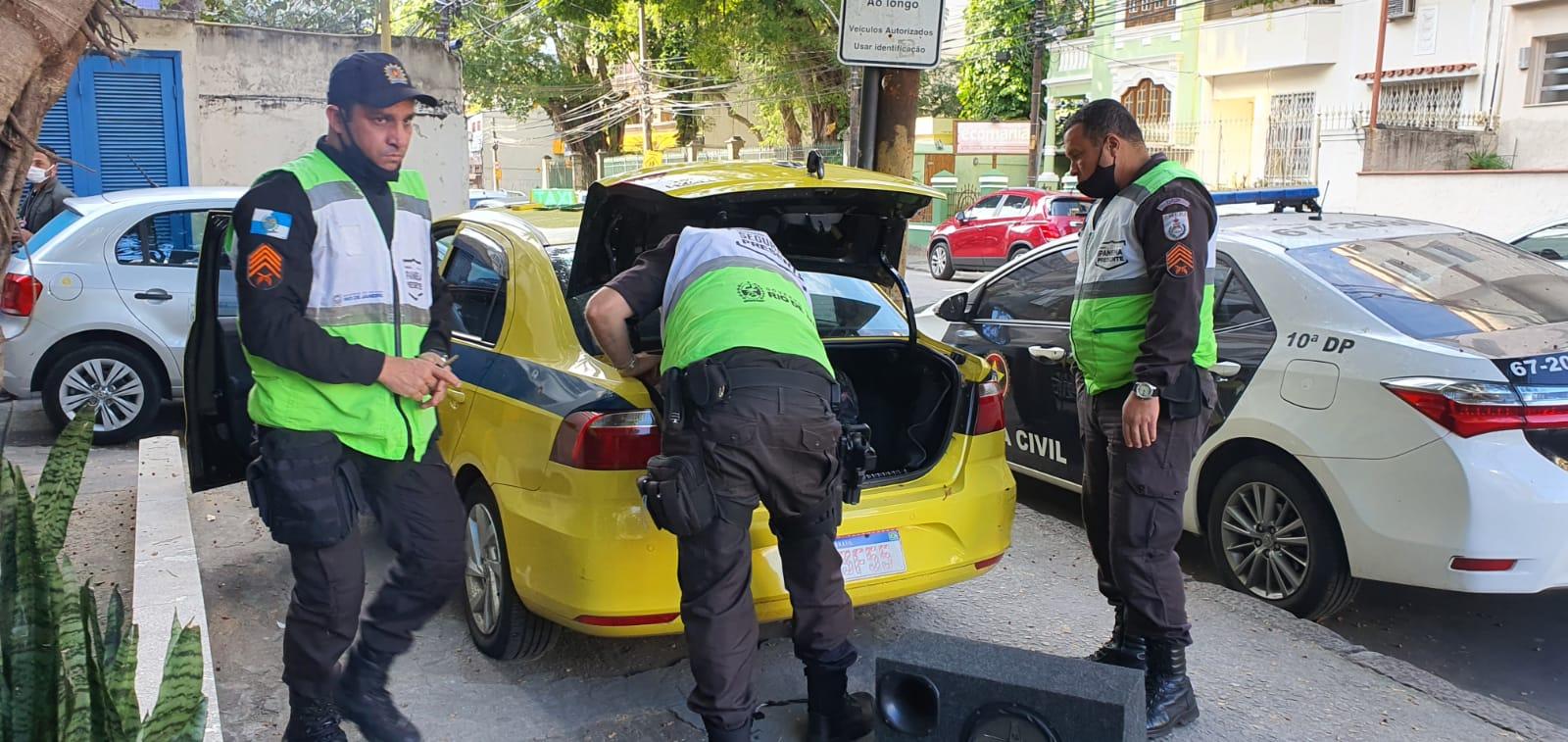Policiais do Ipanema Presente prendem em flagrante taxista que aplicava golpe da maquininha