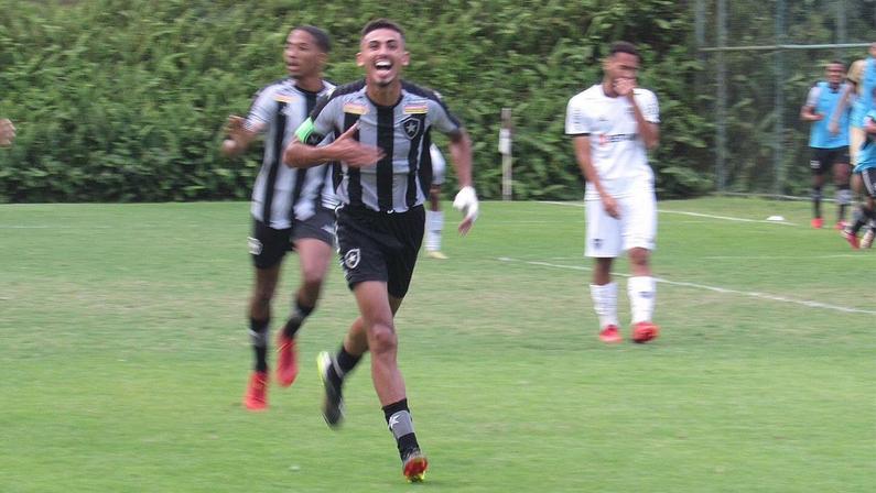 Juninho do Botafogo comemorando gol contra o Atlético-MG