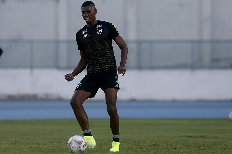 Botafogo atualiza quadro médico de Kanu, Joel Carli e Romildo