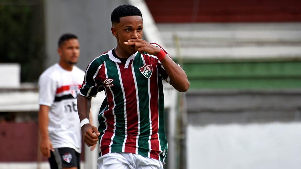 Kayky, do Fluminense, comemora gol pelo Tricolor