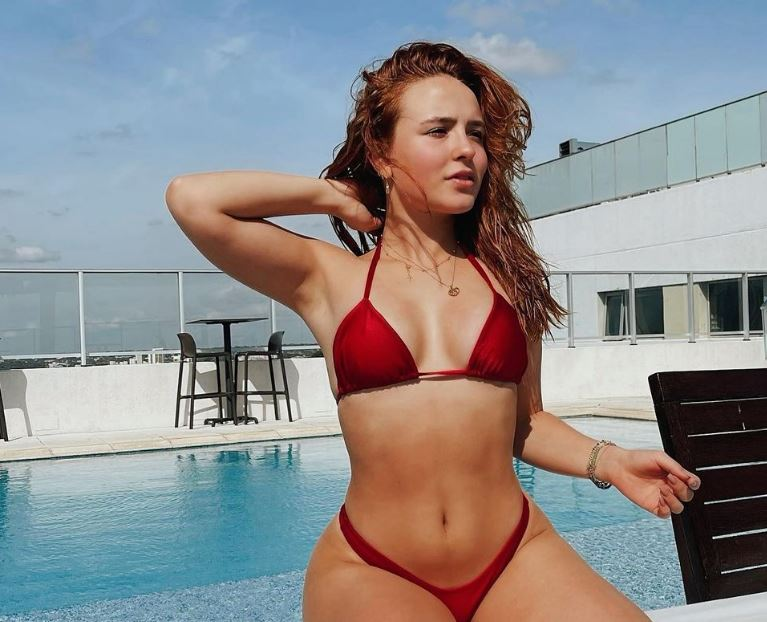 Larissa Manoella