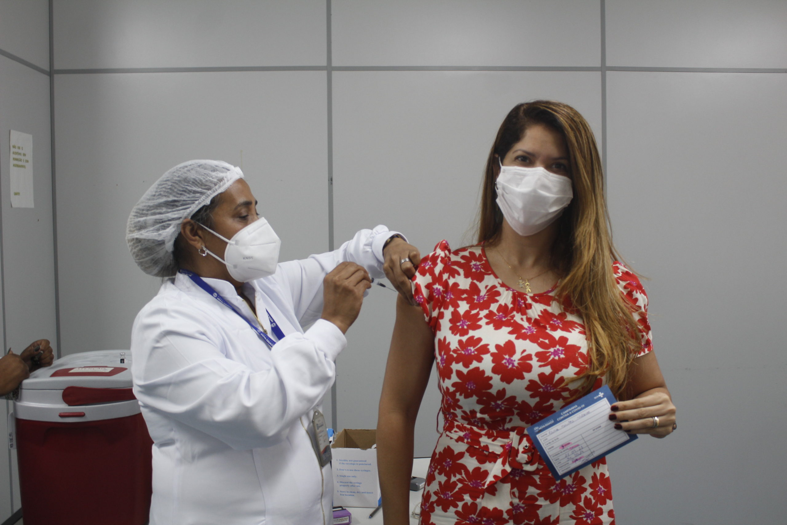 Imagem de uma pessoa sento vacinada