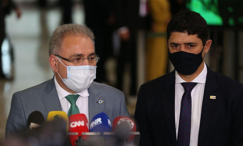 Ministros da Saúde, Marcelo Queiroga, e da Controladoria Geral da União, Wágner Rosário, em entrevista coletiva