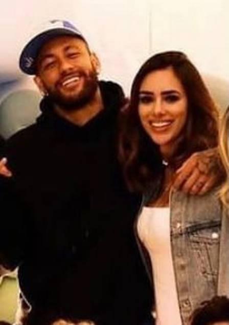 Neymar e nova namorada Bruna Biancardi abraçados