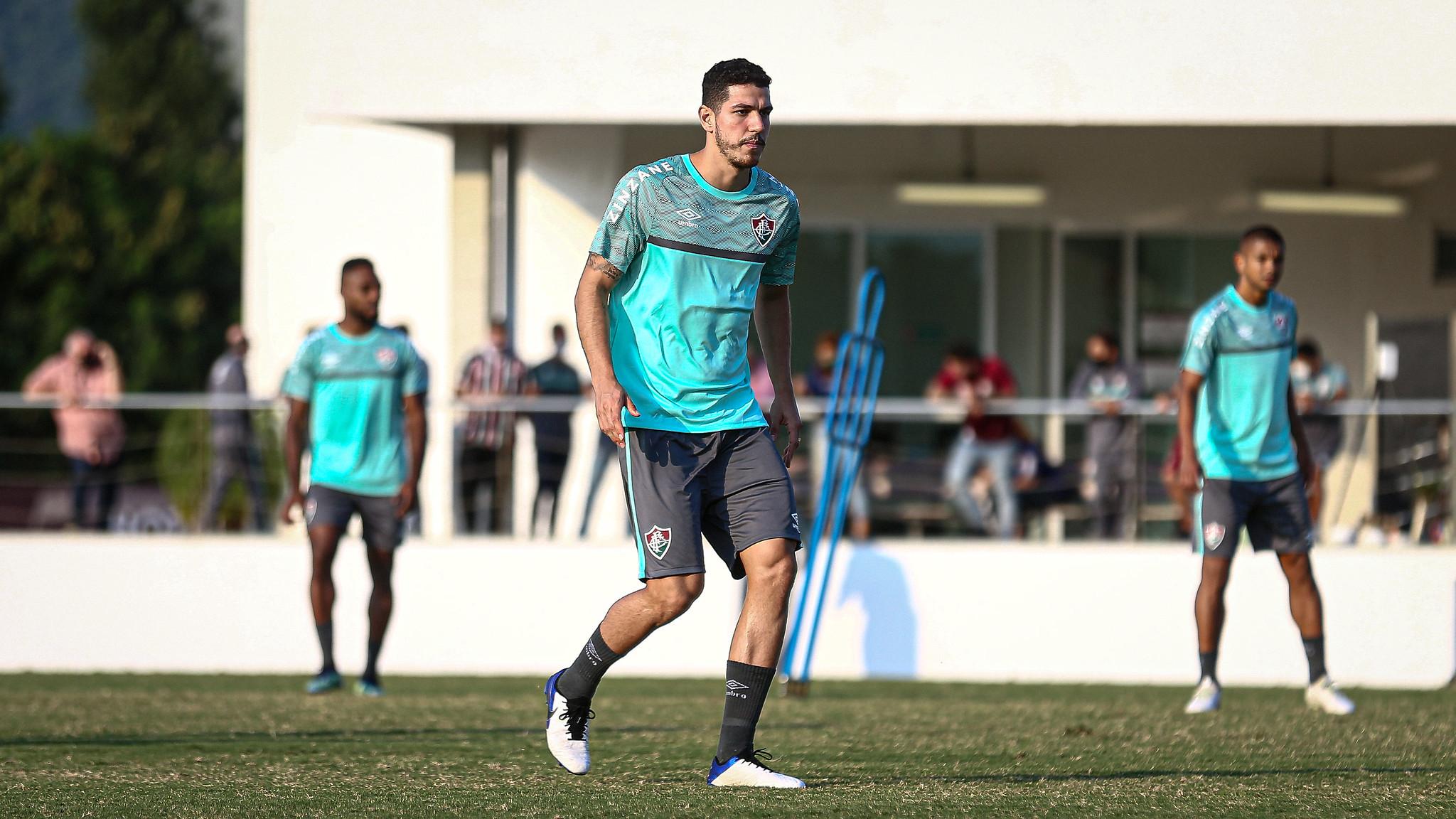 Nino em ação durante treino do Fluminense