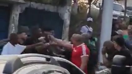 Saída de show termina em pancadaria e armas apontadas em Caxias