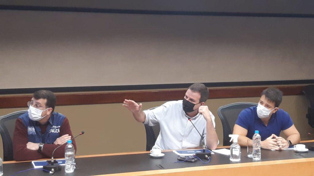 Imagem de Eduardo Paes, do secretário Daniel Soranz e do presidente da Câmara de vereadores