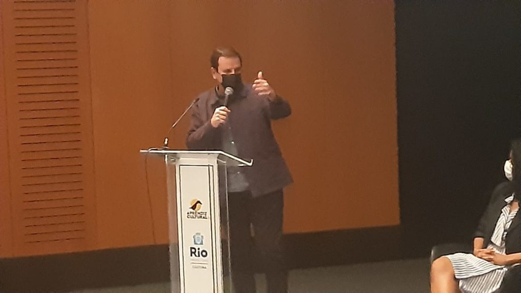 """Imagem do prefeito Eduardo Paes no lançamento do programa """"Aprendiz Cultural"""
