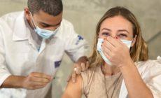 Paolla Oliveira defende o SUS ao rebater internauta após vacinação: 'Estude um pouco'