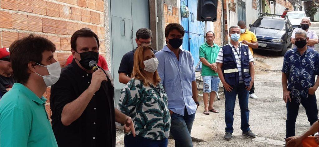 Imagem do prefeito Eduardo Paes em Santa Cruz